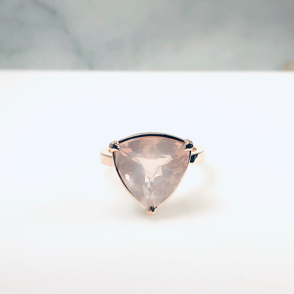 Wd726 14kt Rose gold with Cushion trillion Rose Quartz Ring