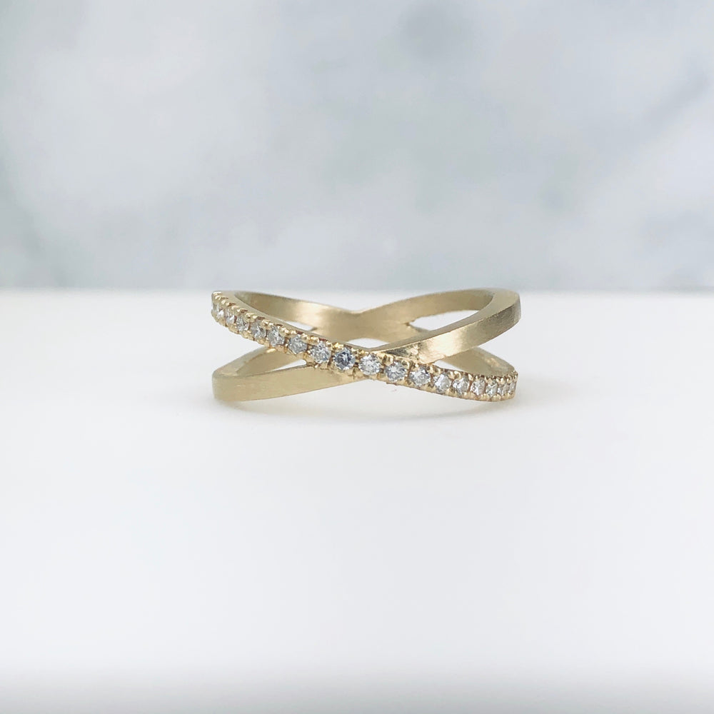 WD103-W The 'X' Kiss Ring