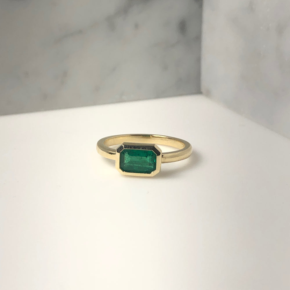 WD636, Bezeled Green Emerald ring, 14kt Gold with .74ct Green Emerald ring