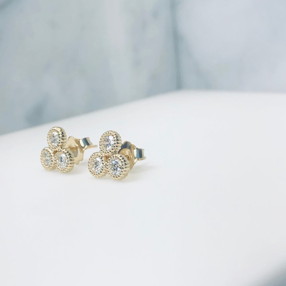 WD198 - Cluster of 3, 4mm Diamond Studs