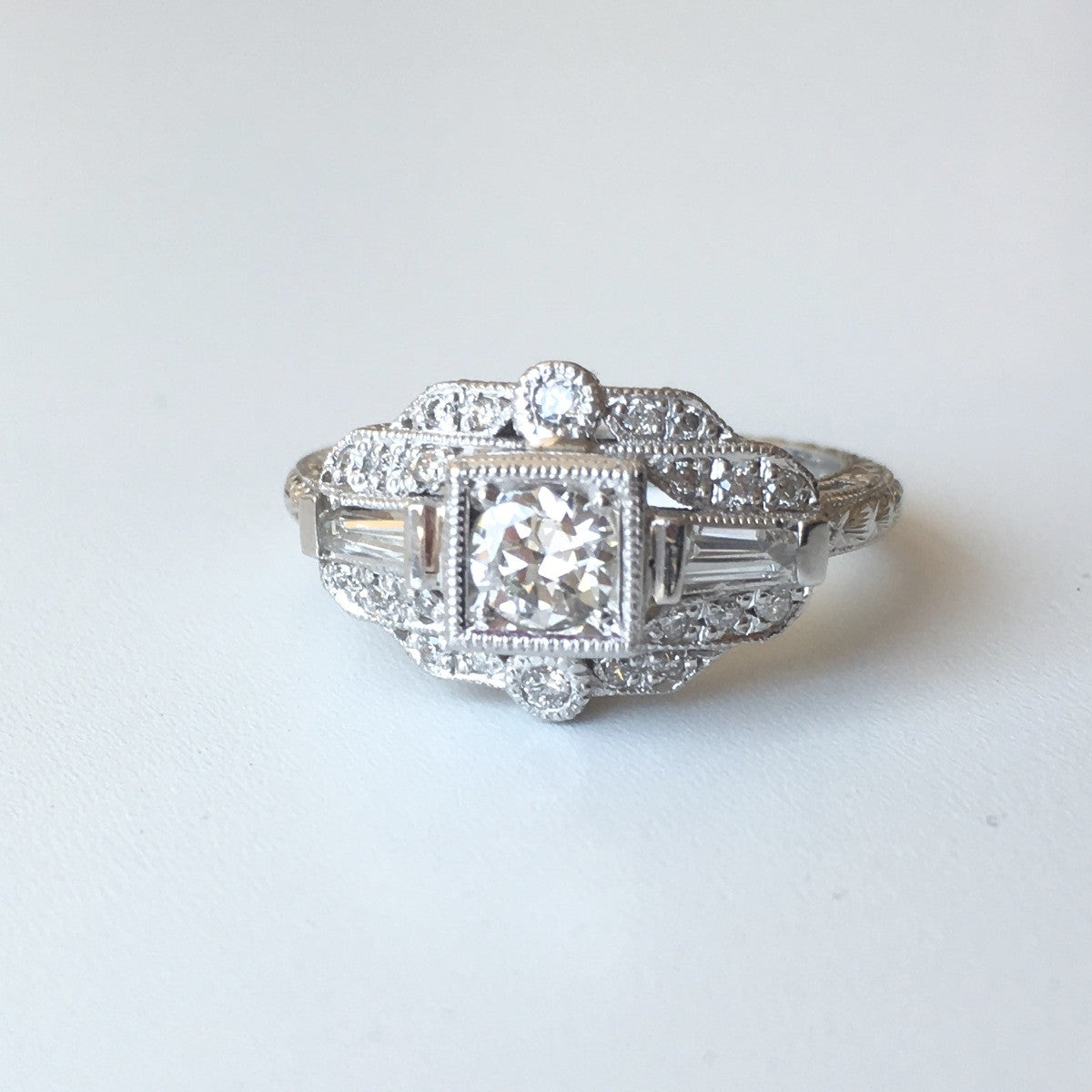 Hand Engraved 18kt Gold Diamond Ring R102