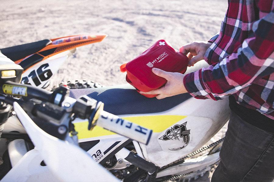 Compact design off-road motocycle first-aid kit can fit almost every vehicles on the market