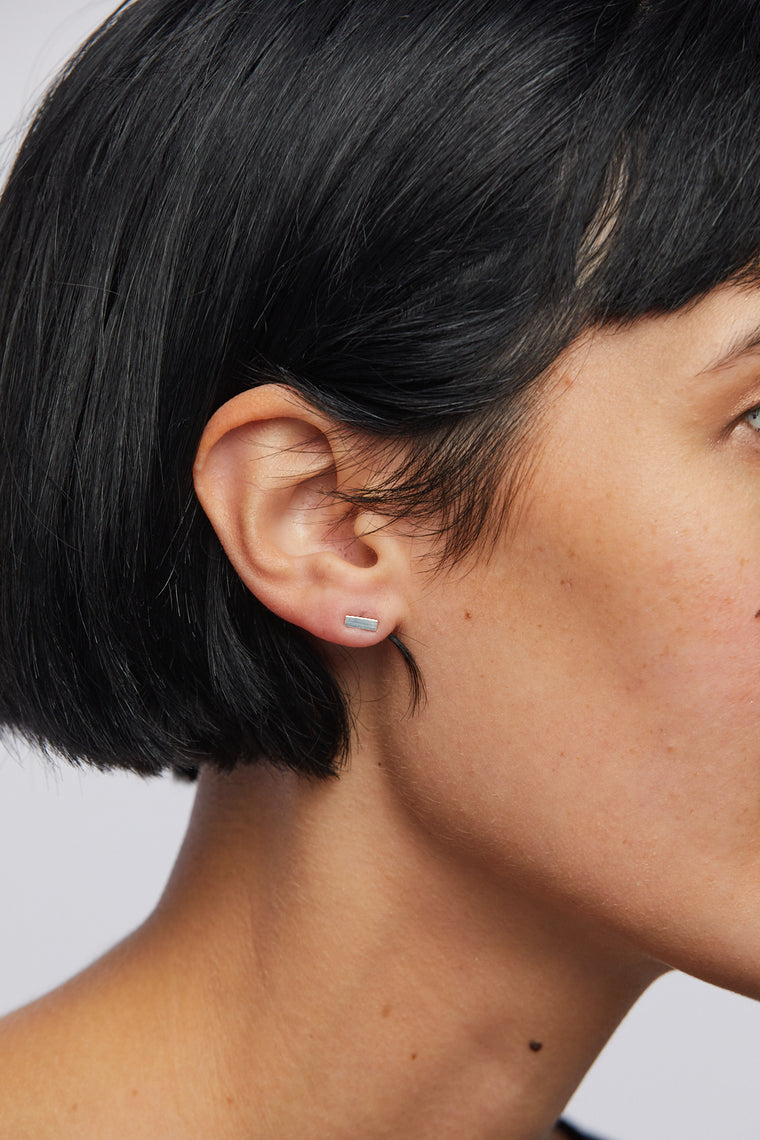 Plume Short Bar Earring