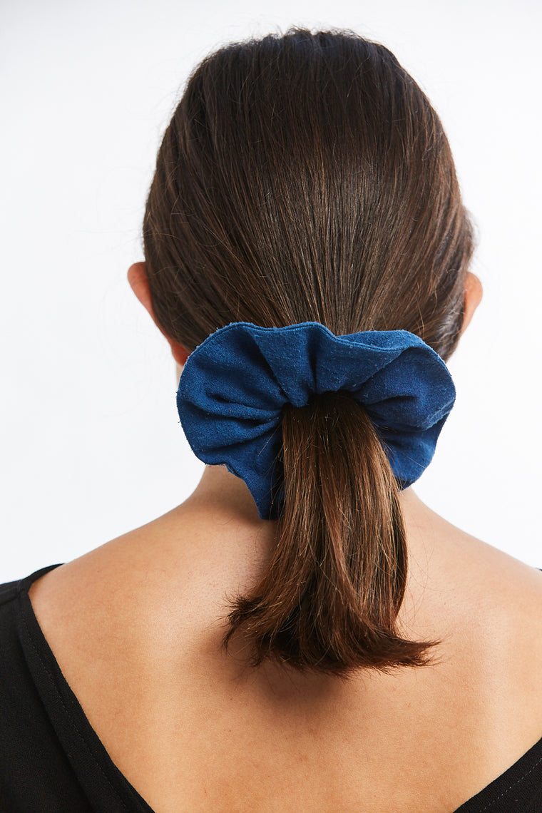 Winden x MBS Scrunchie, Silk Noil in Dark Indigo