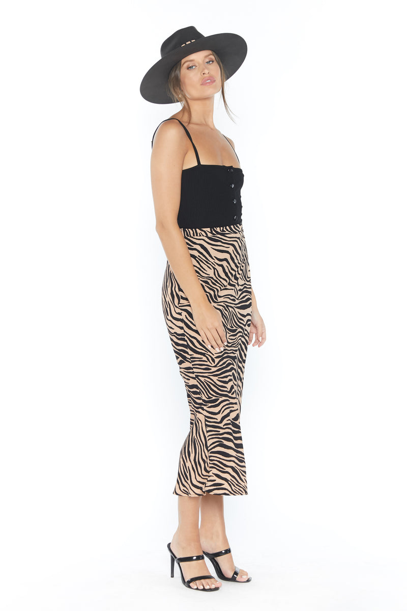 Model in long form fitting tiger print skirt