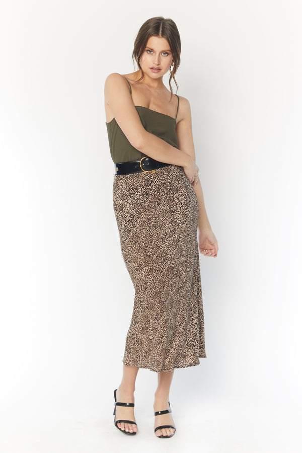 Model in long form fitting leopard print skirt