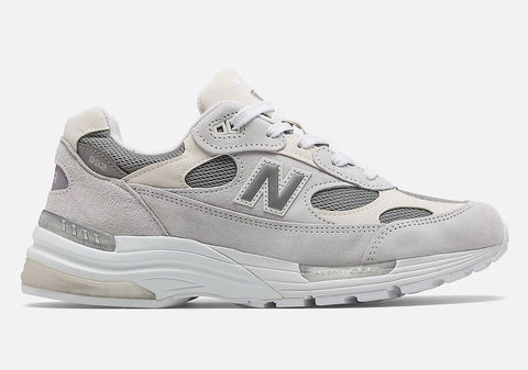 "New Balance 992 ""Nimbus Cloud"" Releases in Japan!"