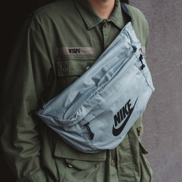 NIKE CROSSBODY BAG DARK STUCCO/BLACK (BA5751-004)