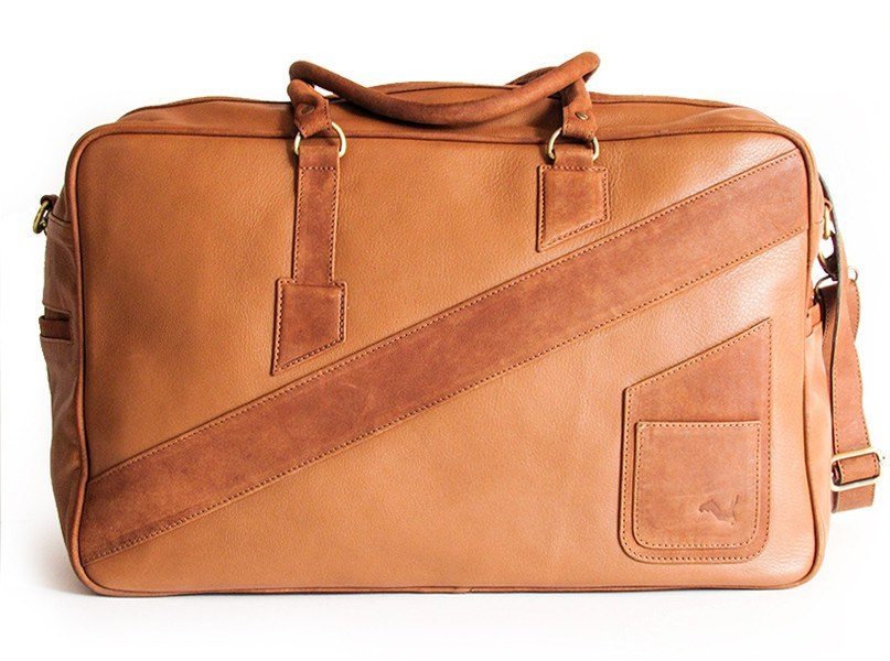 A front view of KANZEK's leather duffle bag for men in brown with full grain calf leather