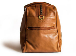 A side view of KANZEK's leather duffle bag for men in brown with full grain calf leather