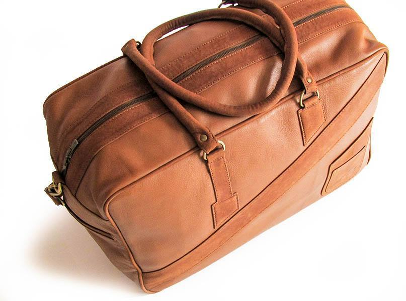 A sky view of KANZEK's leather duffle bag for men and its original design in brown with full grain calf leather
