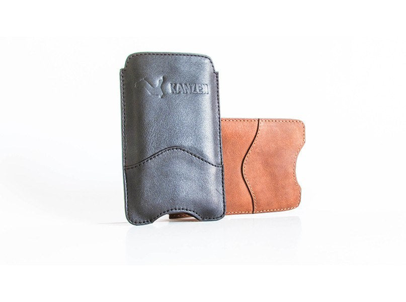The Wise iPhone 6 Case has a stylish opening in the bottom that allows to easily push your phone out with your thumb.