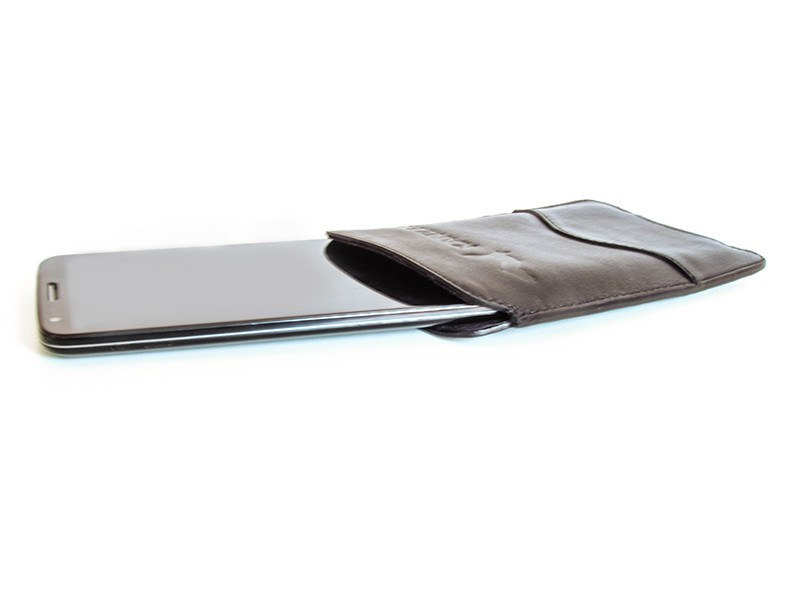 The Wise iPhone 6 Case has a soft lining that allows you to take out your phone easily.