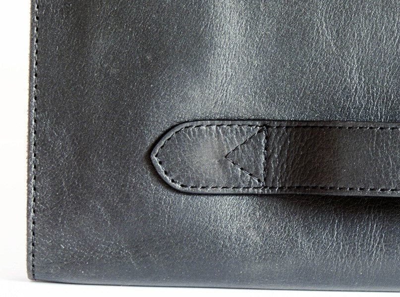 The Smart Business Portfolio is made of full grain calf leather with a beautiful patina with a smooth and softly grained texture.