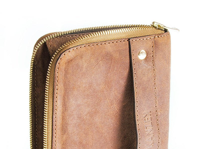 The Gentle Grasp Purse is a work of art. Behold the details, the stitching and the beautiful leather patina.
