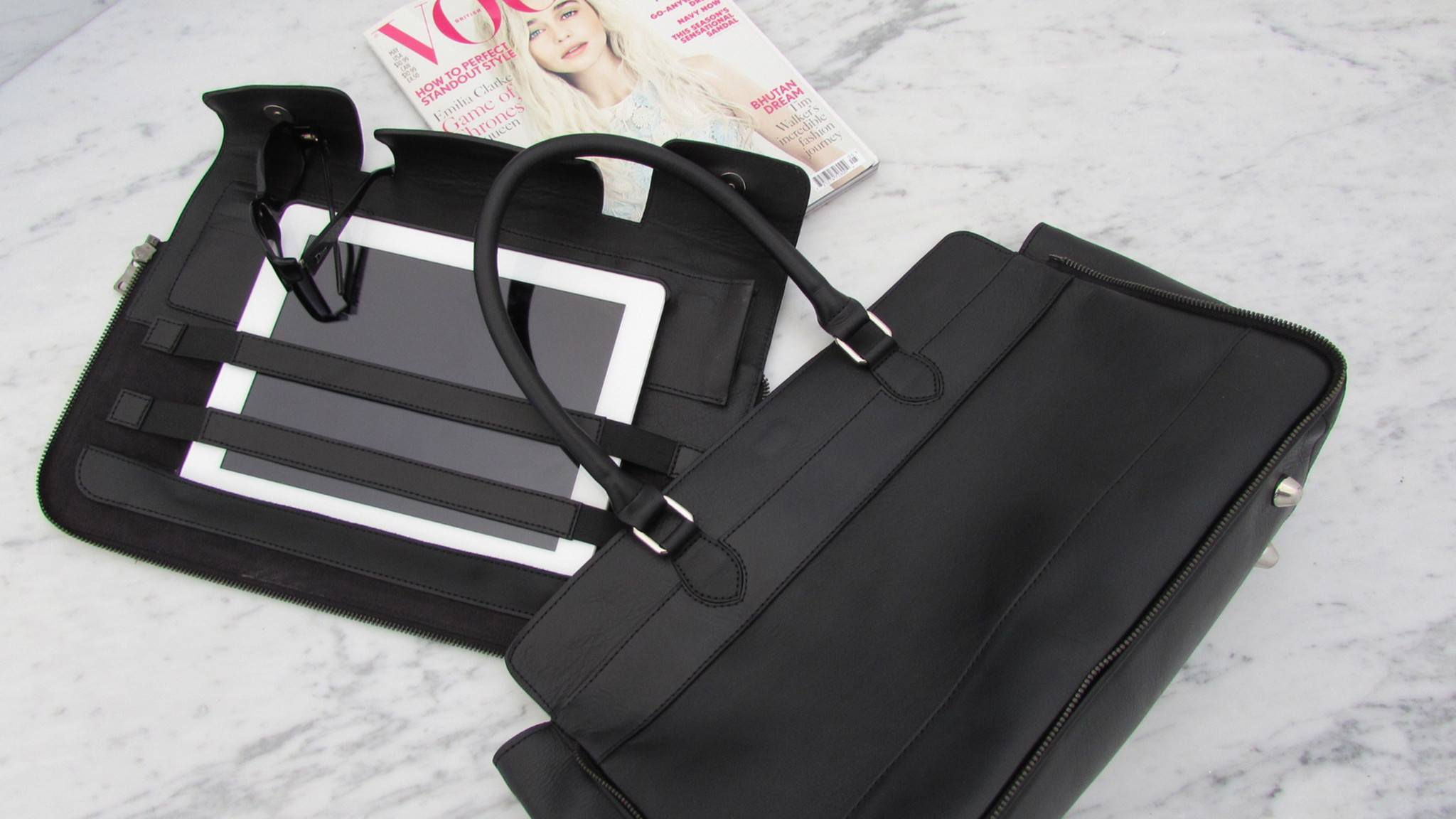 The Back Mistery Totebag in Black with its portfolio detached from it - Decor
