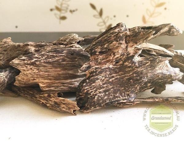 agarwood chip High Grade Semi-natural Agarwood chips Do Xi