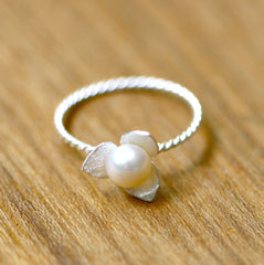 White Pearl Ring,Flower ring,Matt Silver Ring,Dainty Flower Ring, Silver Flower Jewelry, Simple ring,Silver Ring