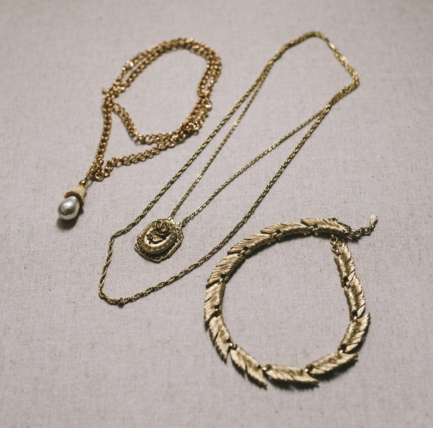 Gold Vintage Jewelry Set - Rental