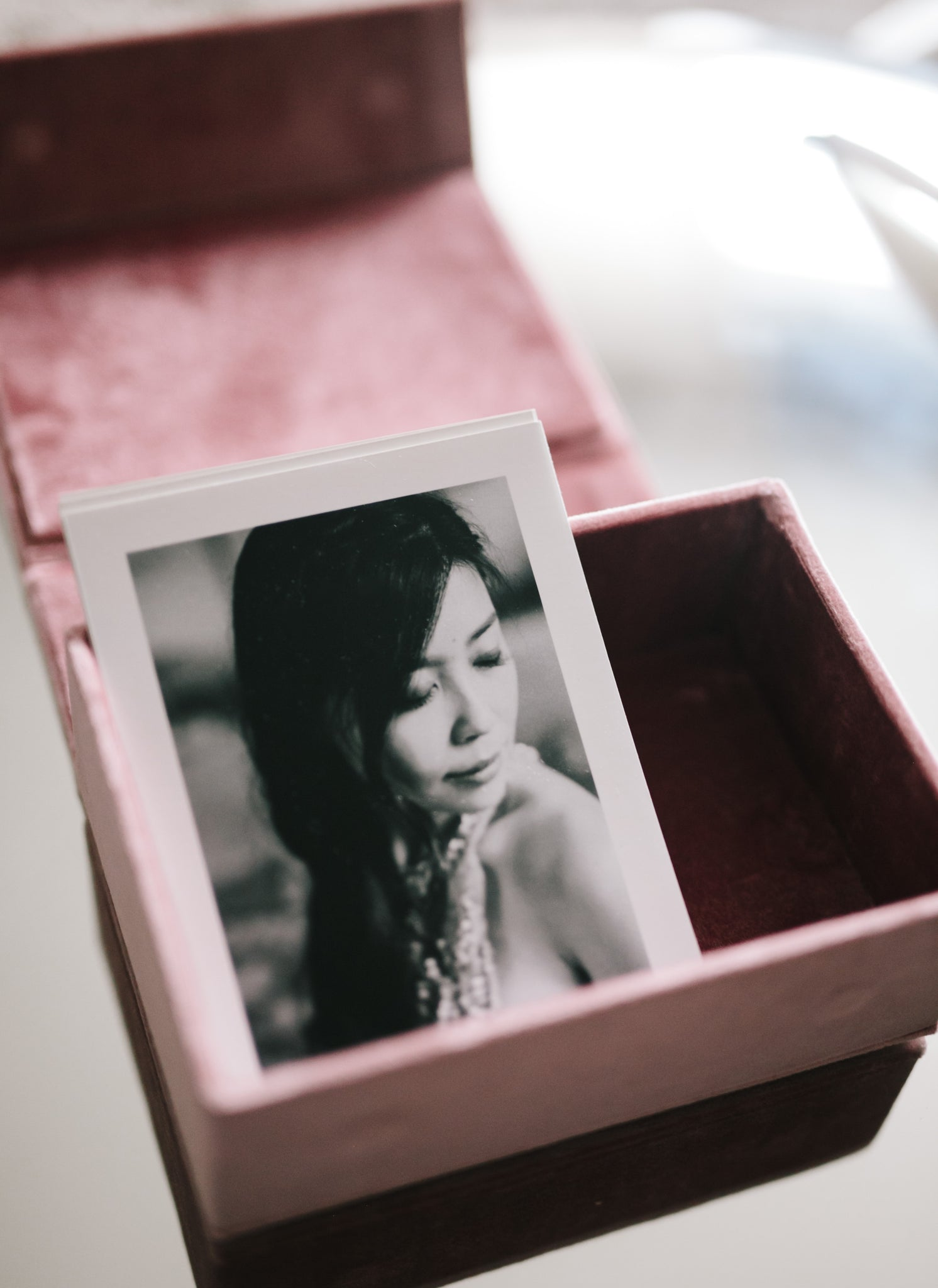 pink velvet box with 4x6 prints