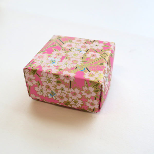 Custom bespoke handmade origami gift boxes, for wedding and party favours, gift box for jewellery, small gift box. Made using Japanese yuzen washi paper.