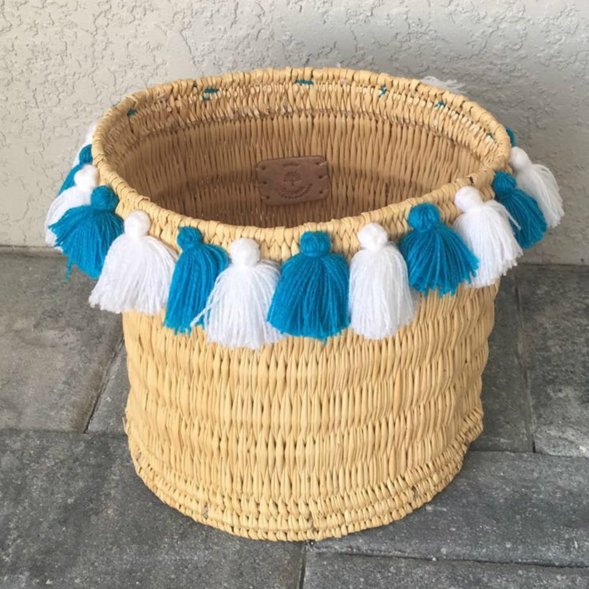 SEVERINE basket with tassels- large WHITE/TURQUOISE