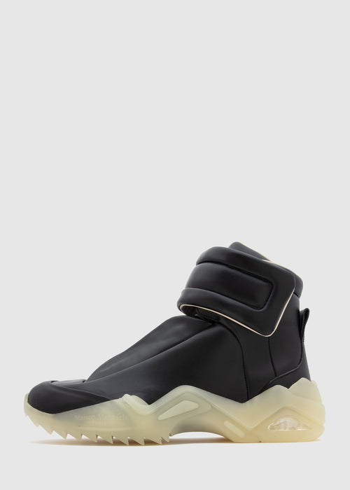 /products/future-high-top-s37ws0492-p2589-blk
