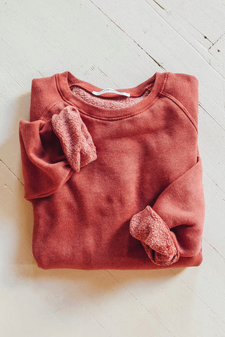 Organic cotton crew neck sweatshirt.