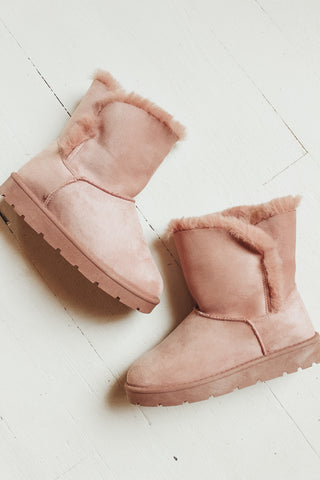 Fur lined winter boots. Blush.