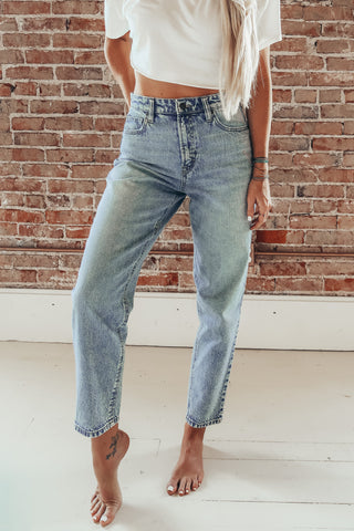 Hidden Zoe Mom Tapered Leg Jean