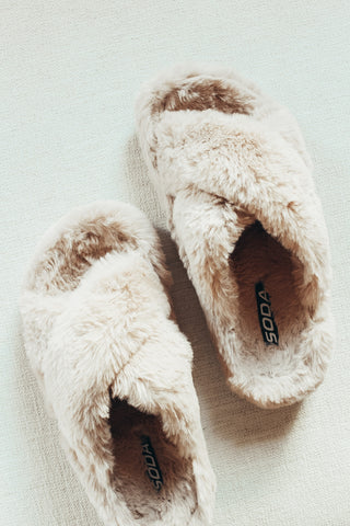Criss cross fur slippers.