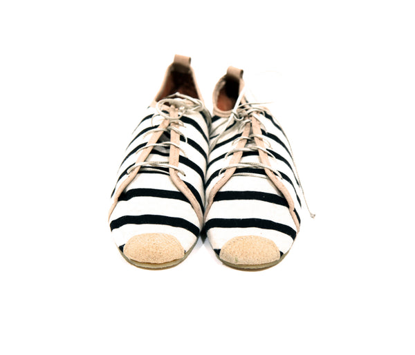 Striped Lace-Up Soft Oxfords