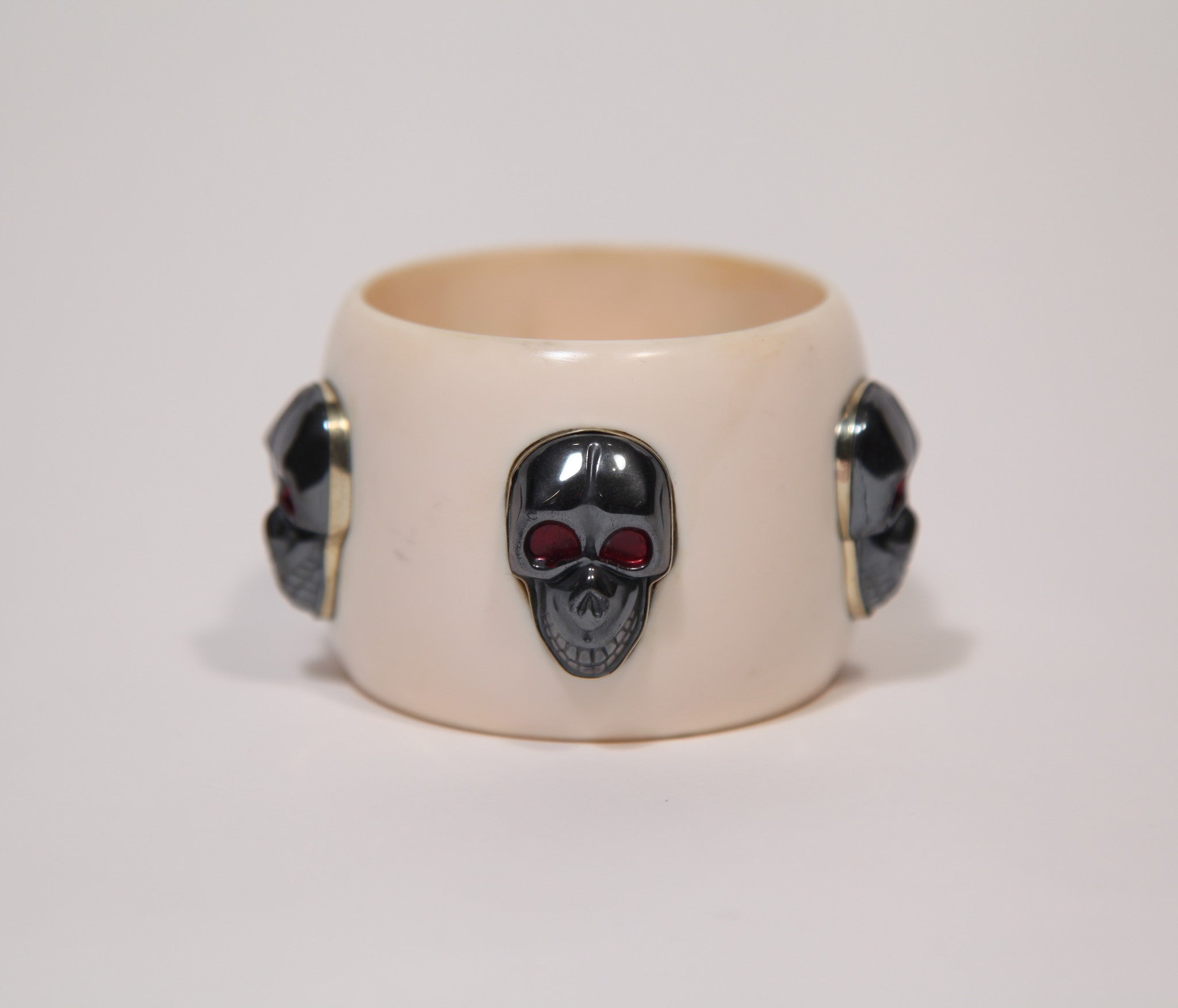Bangle (Cream) with dark silver colored skulls - Inspired Luxe