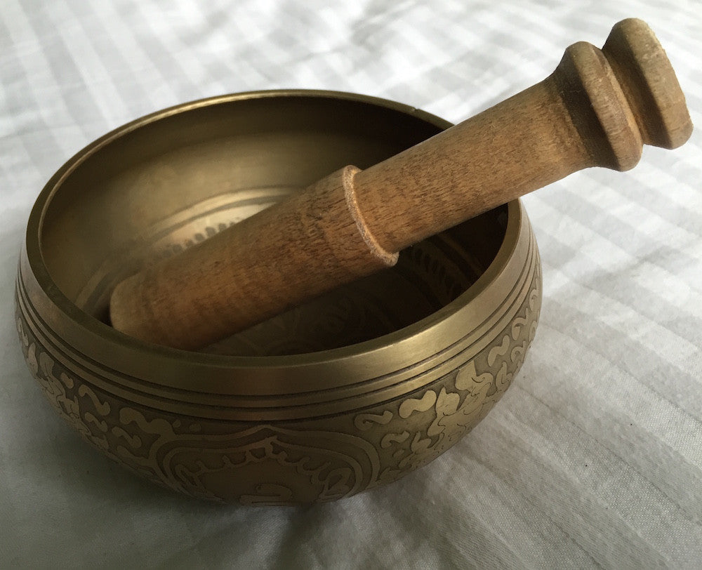 Singing bowl, 10cm, engraved pattern, including ringing stick - 4 pieces