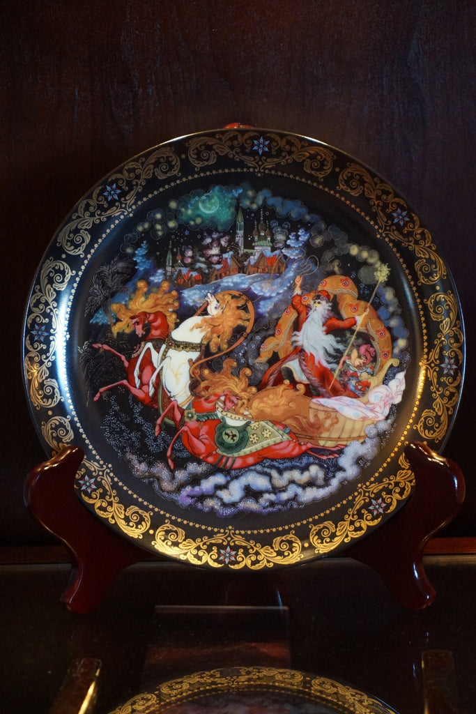 "Elegant decorative plate in The Hamilton Collection named ""The Return of Father Christmas"""