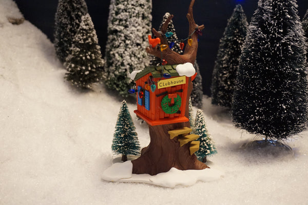 Department 56 Snow Village Series - Kid's Tree House - made of resin. Item number 51683.