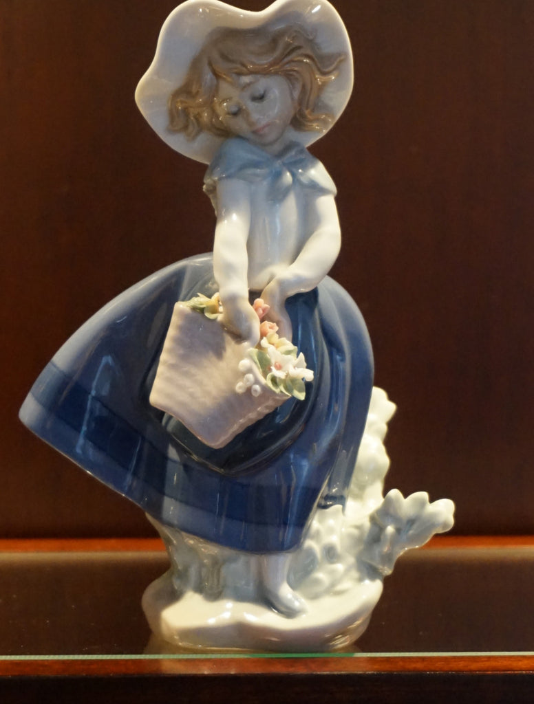 "Lladro Flower Girl porcelain figurine. ""Pretty Pickings"" - numbered 5222"