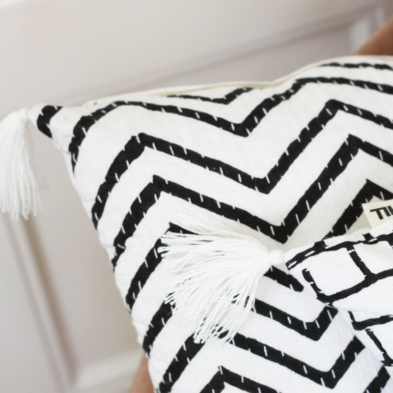 BLACK AND WHITE ZIGZAG CUSHION COVER (Small) by Tikau