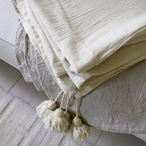 ORGANIC COTTON BED COVER with tassels by Tikau (Single bed, natural white)