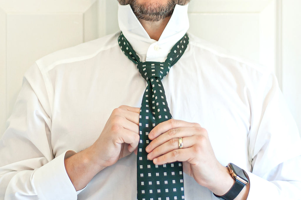 How to Tie a Windsor Knot - Final