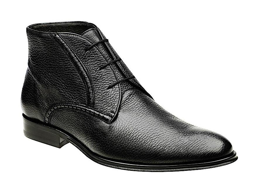 Unique and comfortable Cuadra black chukka fashion boots for men handmade of soft leather in Vancouver and Canada