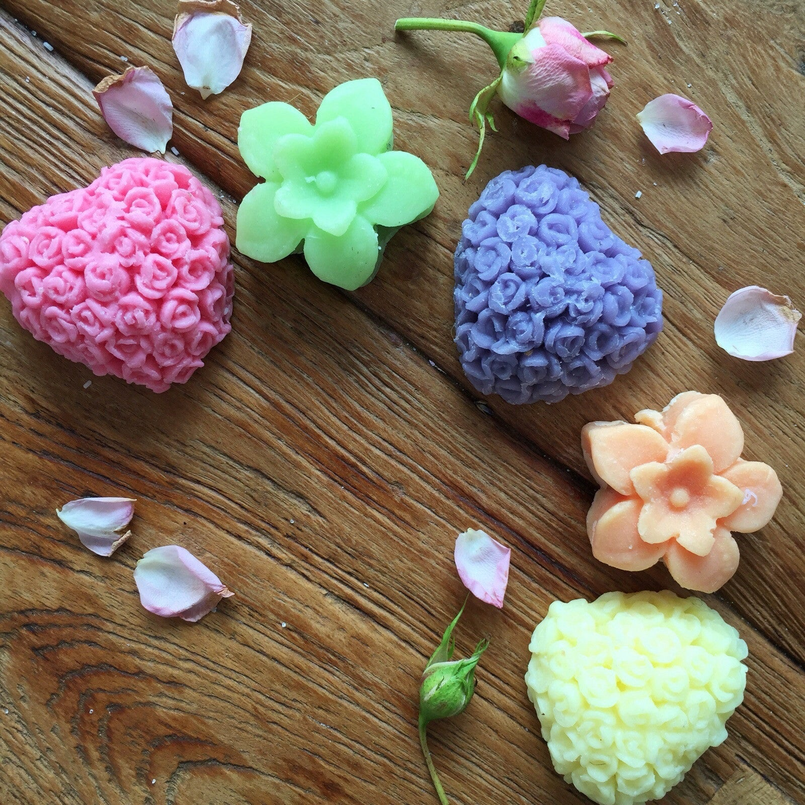 5 x Crazy Daisy Honeybunch guest soaps...