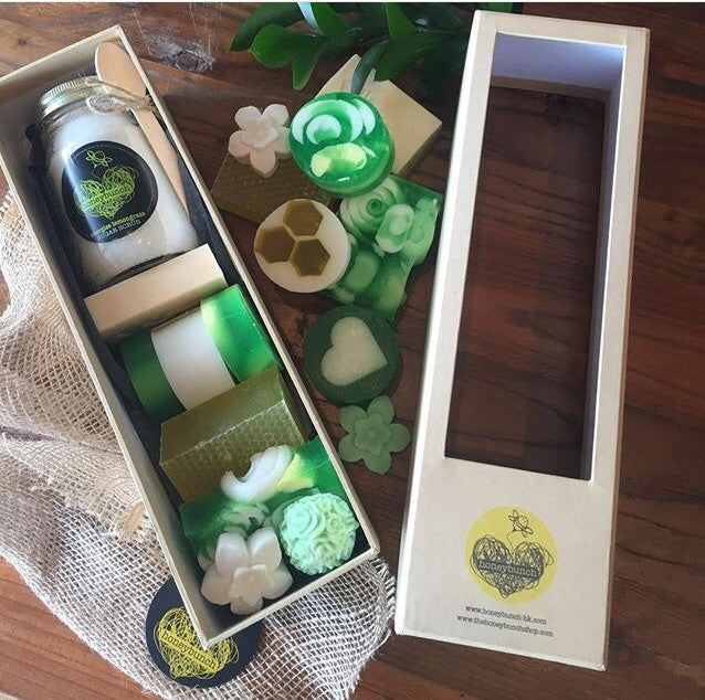 Soak n scrub pamper box