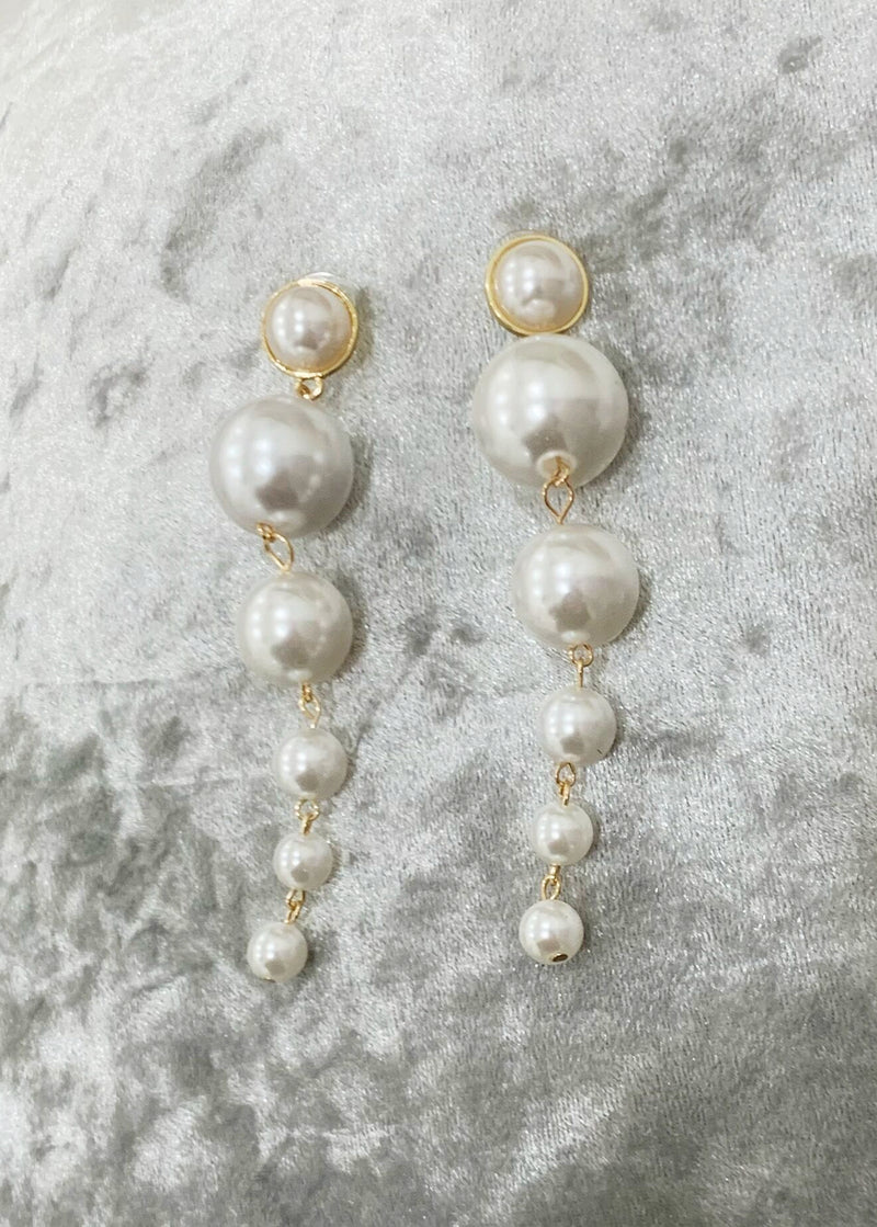 Play By The Jewels Pearl Drop Earrings - Gold