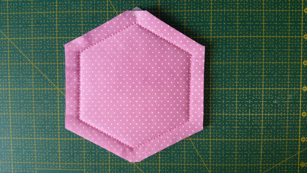 ITH HEXAGON QUILT BLOCK