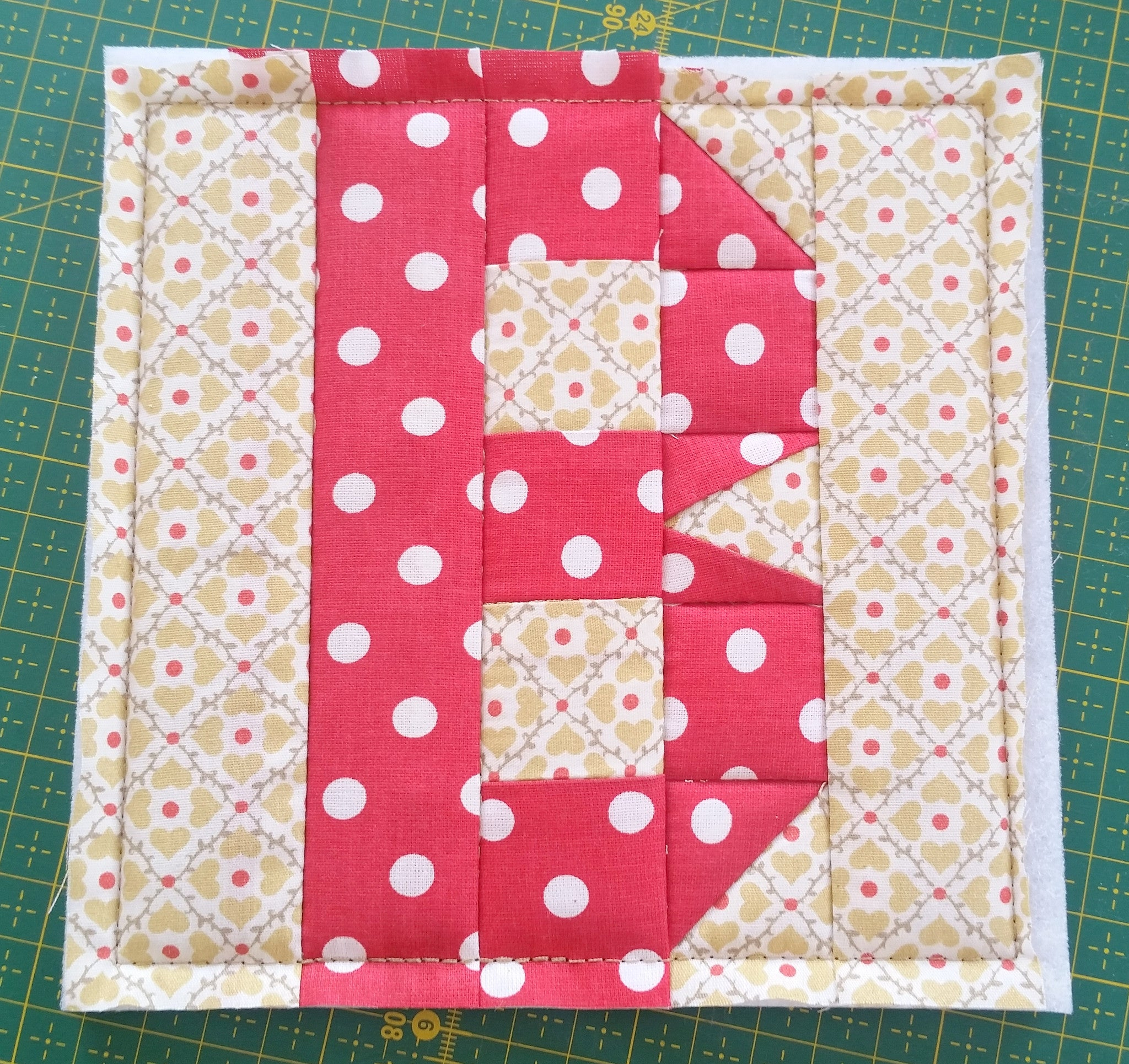 ITH LETTER B QUILT BLOCK