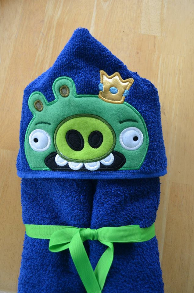 5x7 GREEN KING PIG HEAD FOR HOODED TOWEL