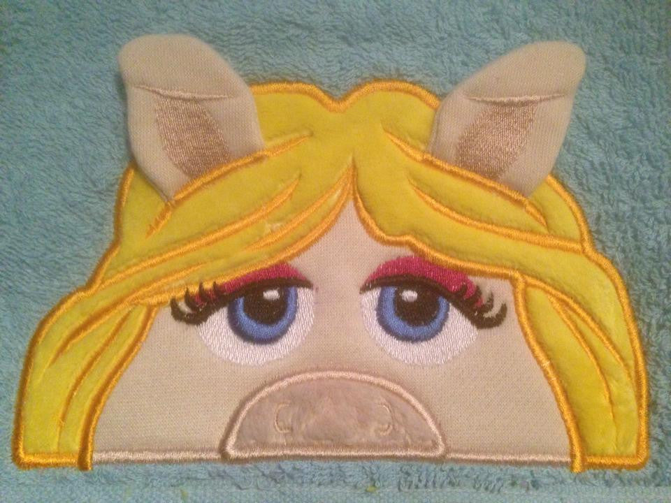 5x7 MISS PIGGIE HEAD FOR HOODED TOWEL