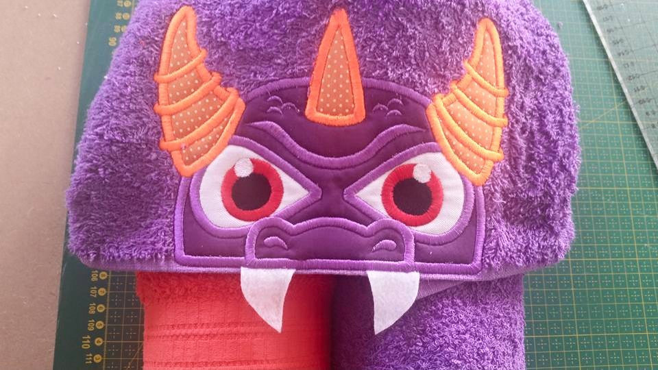 5x7 PURPLE DRAGON HEAD FOR HOODED TOWEL