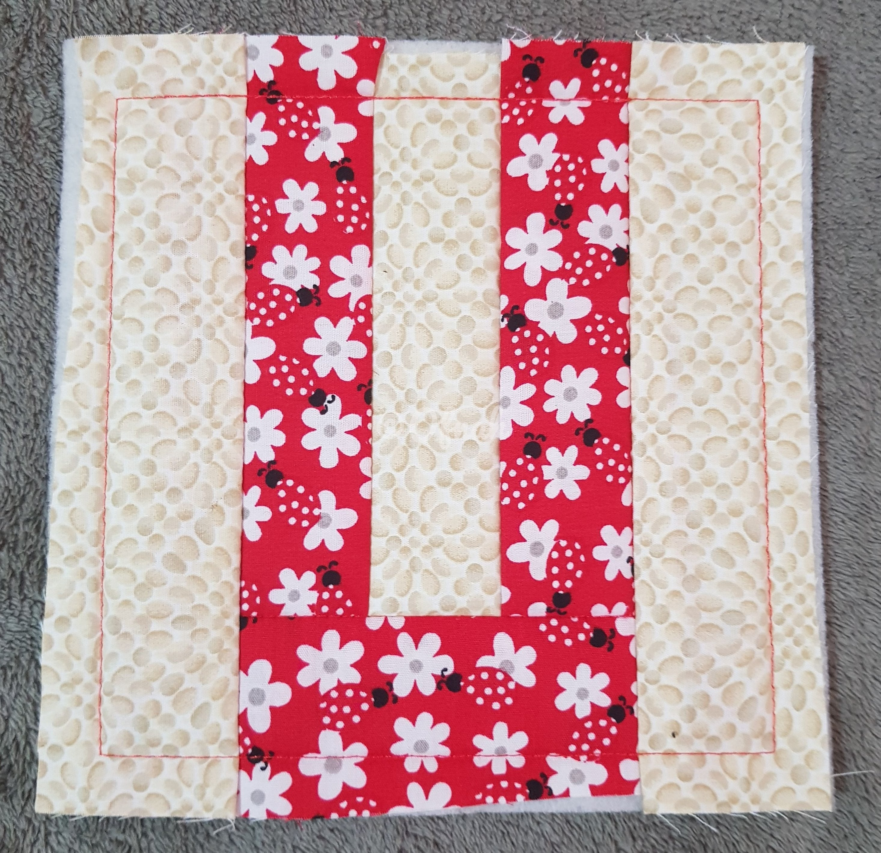 ITH LETTER U QUILT BLOCK